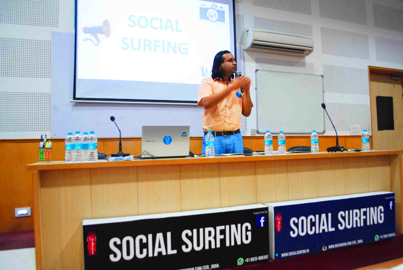 Lets Surf Socially